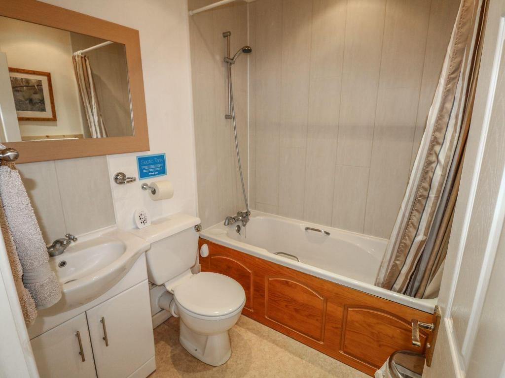 Kamar mandi di Moyo, Ryde