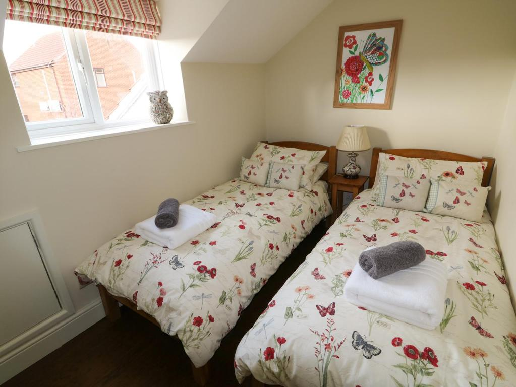 A bed or beds in a room at Easter Cottage 3 Hunstanton Road, King's Lynn
