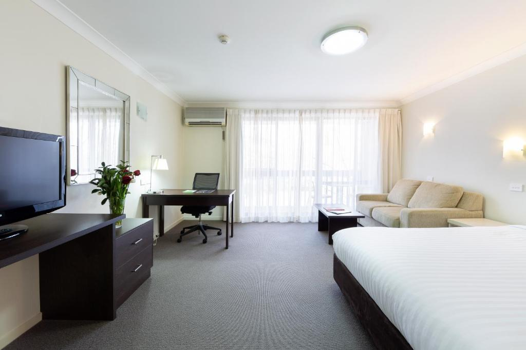 hotel ibis styles canberra tall trees australia. Black Bedroom Furniture Sets. Home Design Ideas