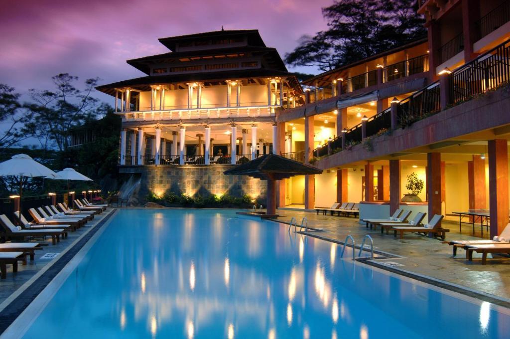 Резултат с изображение за хотел Amaya Hills Канди