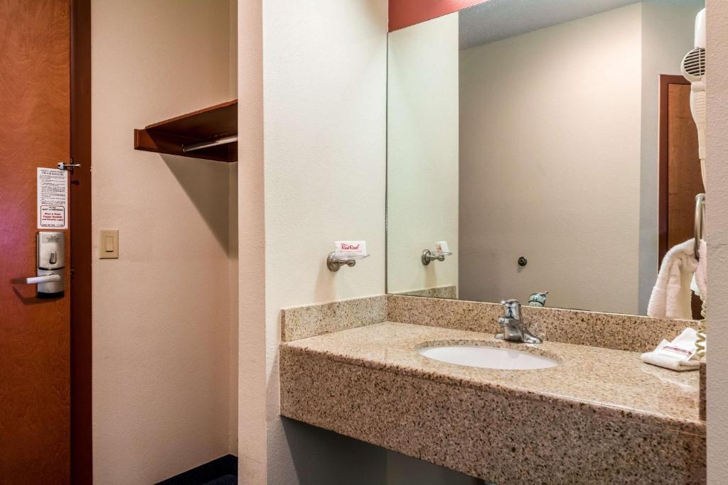 Laredo visitors center restroom downtown