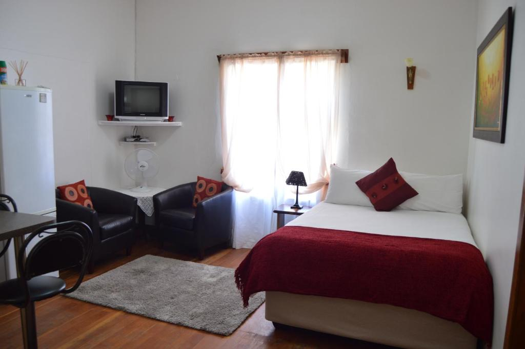 A bed or beds in a room at Villelodge Accommodation
