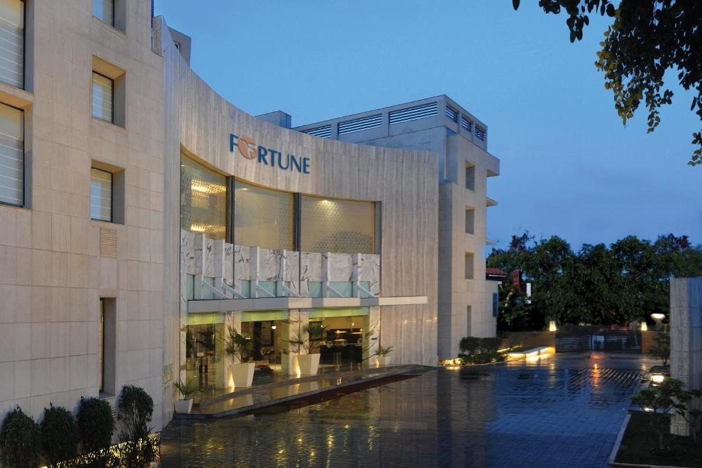 fortune inn grazia noida india booking com