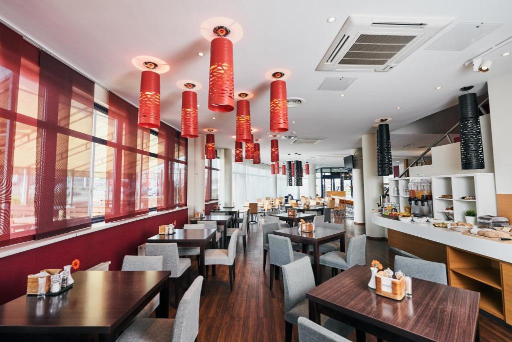En restaurant eller et andet spisested på Green Park Hotel Vilnius