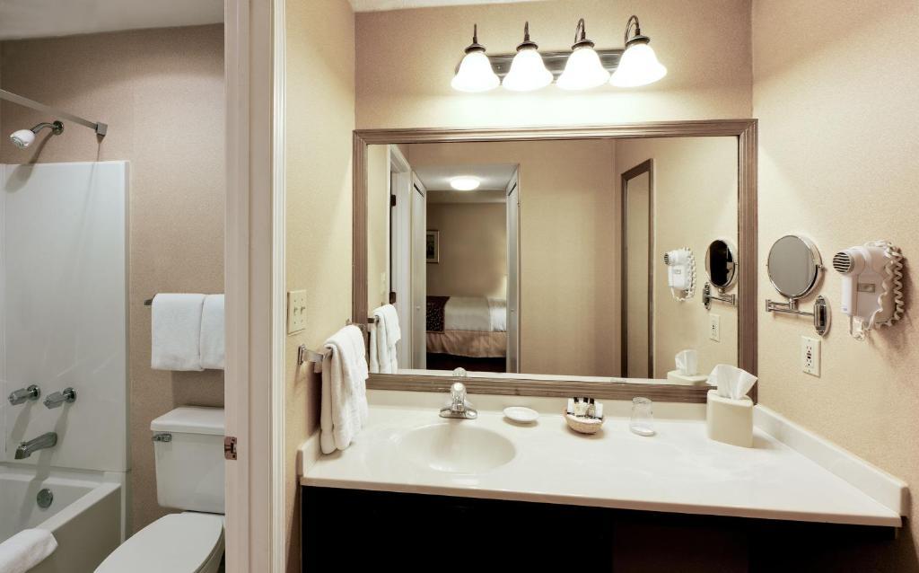 Hotel Hawthorn Dayton North Oh Booking Com
