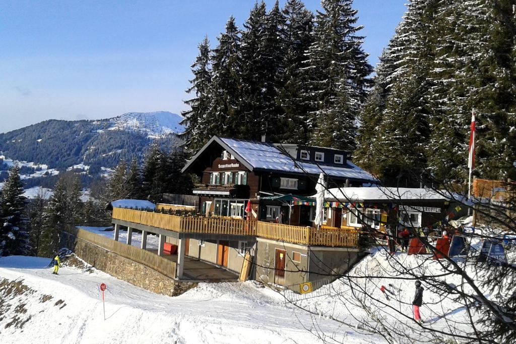 Gasthaus Kropfen during the winter