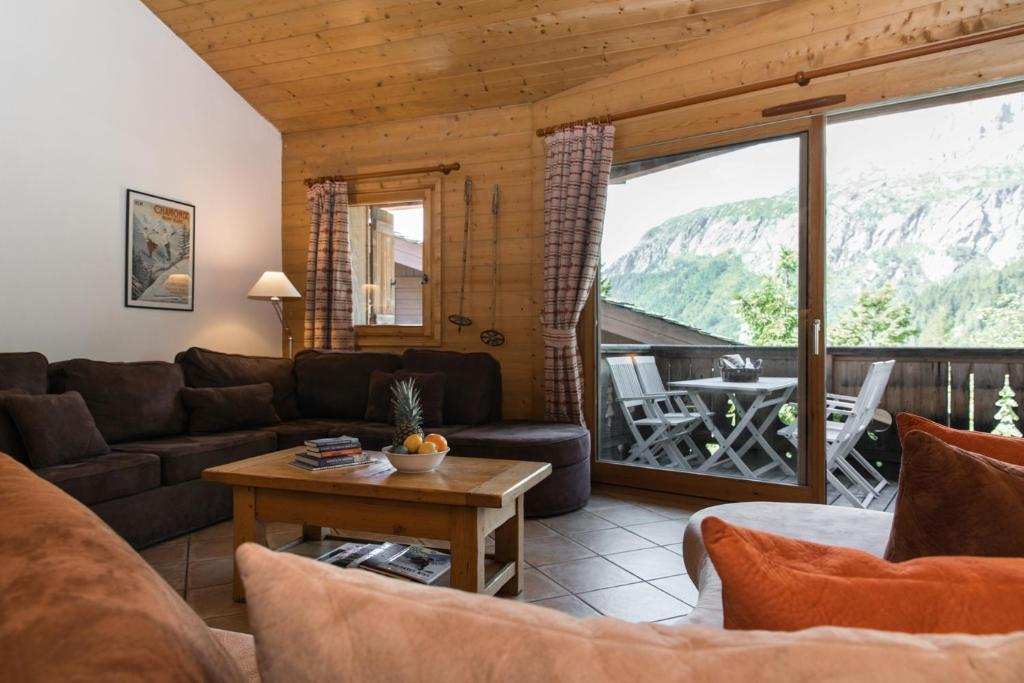 A seating area at Chalet Silva
