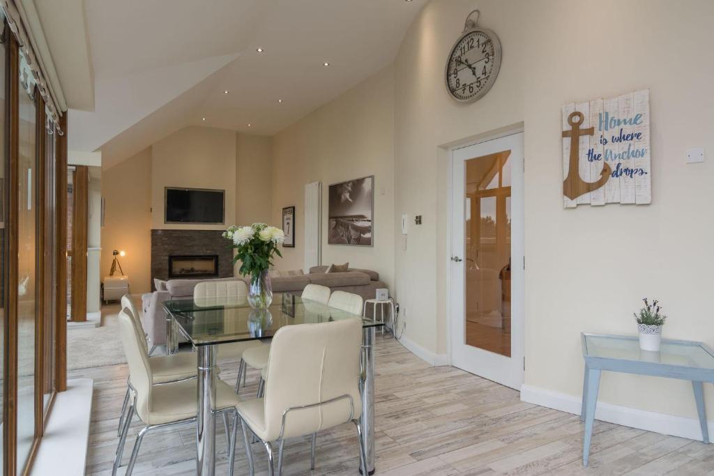 Penthouse, Park Royal Apartments, 841 Lisburn Road ...