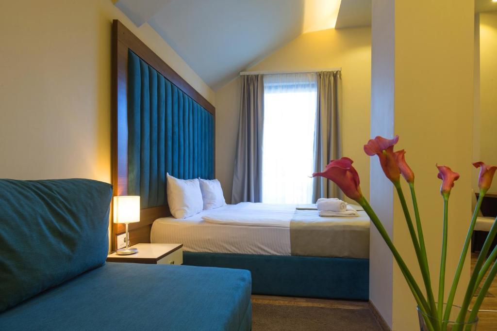 Marquise Hotel Garni tesisinde bir odada yatak veya yataklar