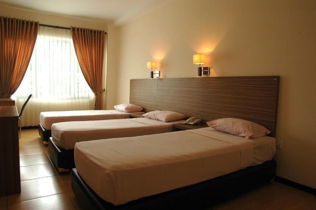Hotel Pondok Jatim Park Cafe Batu Indonesia Booking Com