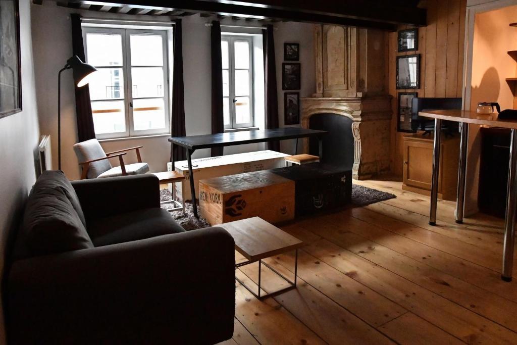 Coin salon dans l'établissement Grand appartement centre historique
