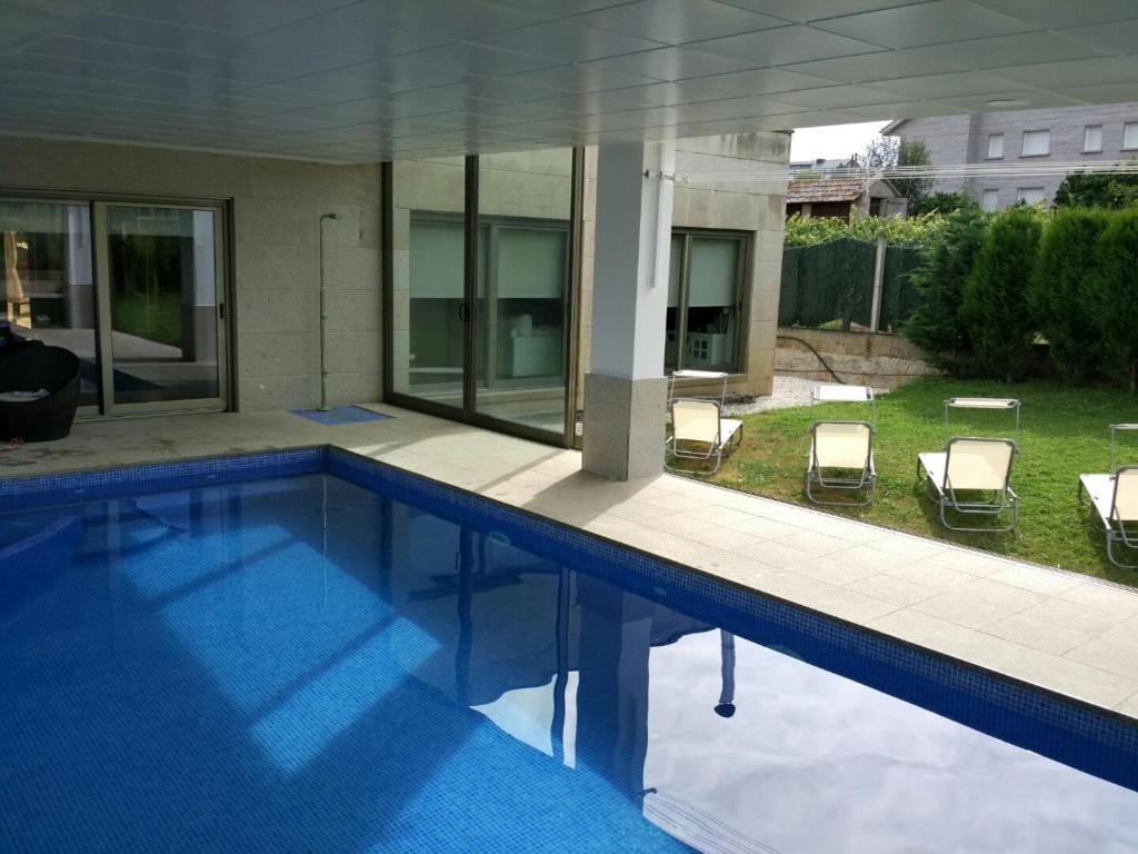 Chalet de dise o con piscina interior sanxenxo precios - Fotos de casas con piscina ...