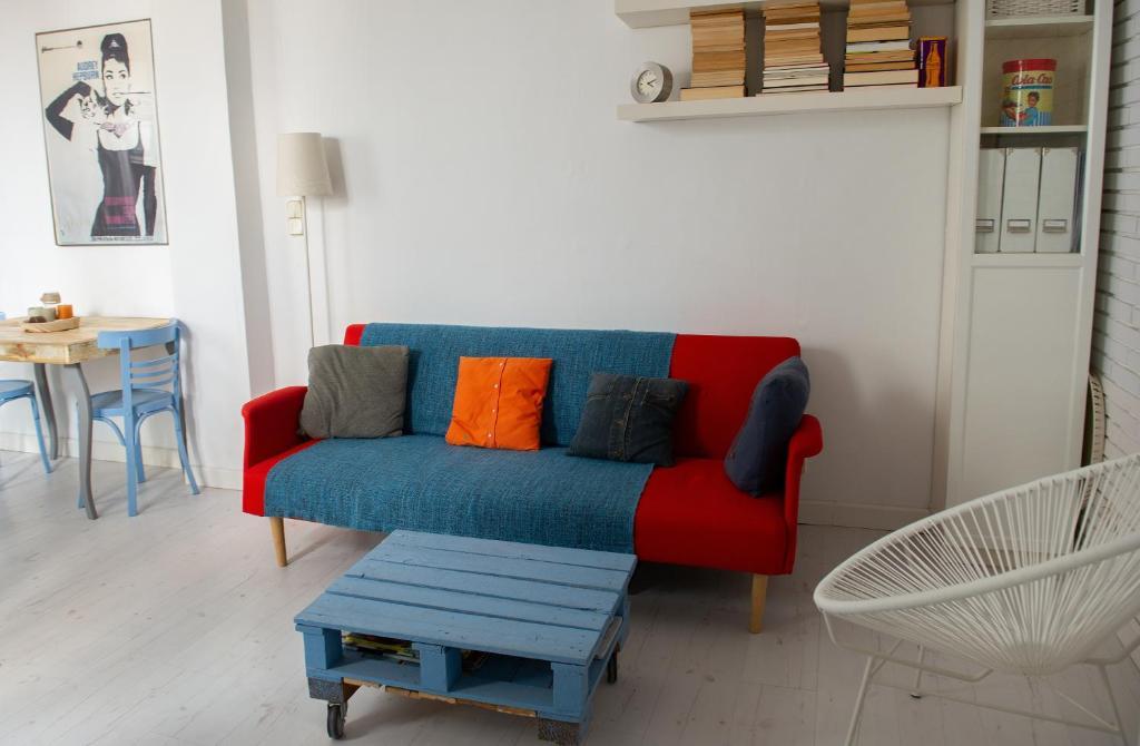 Apartamento con patio en el centro, Madrid, Spain - Booking.com