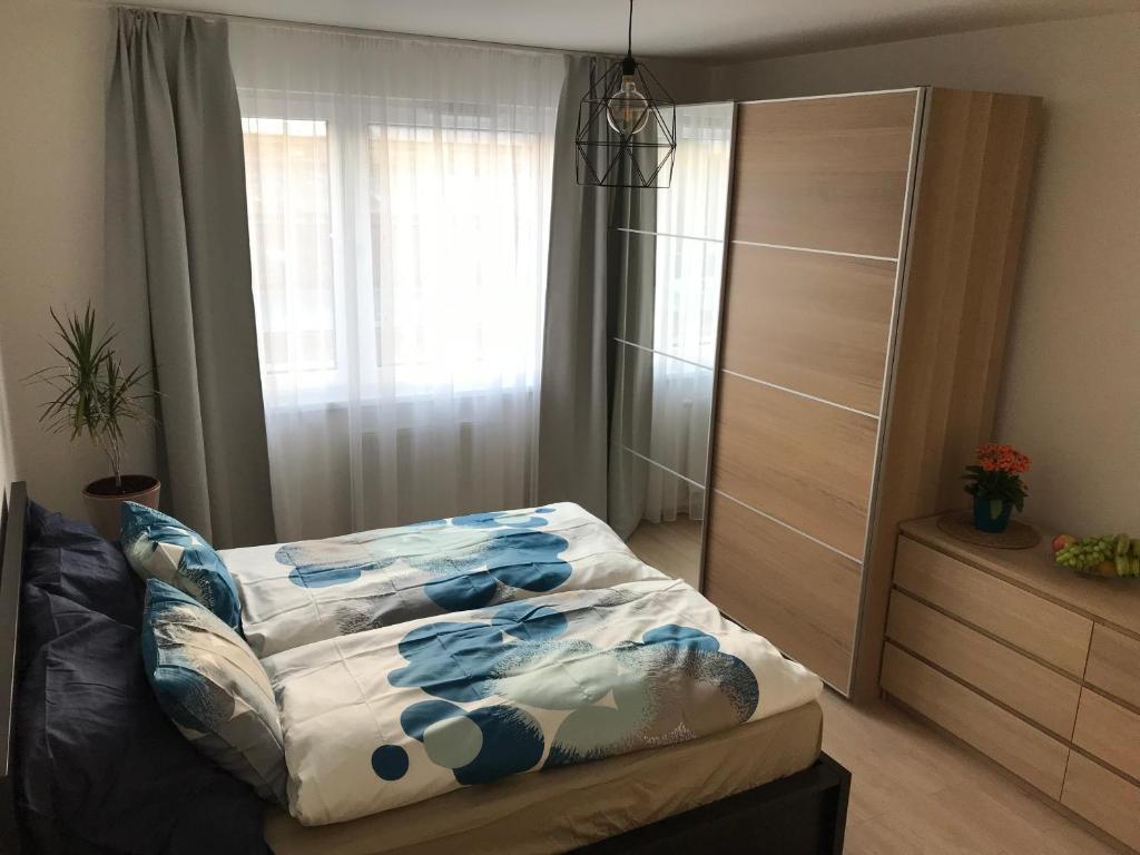 Кровать или кровати в номере Modern Apartment - 3 min Metro station