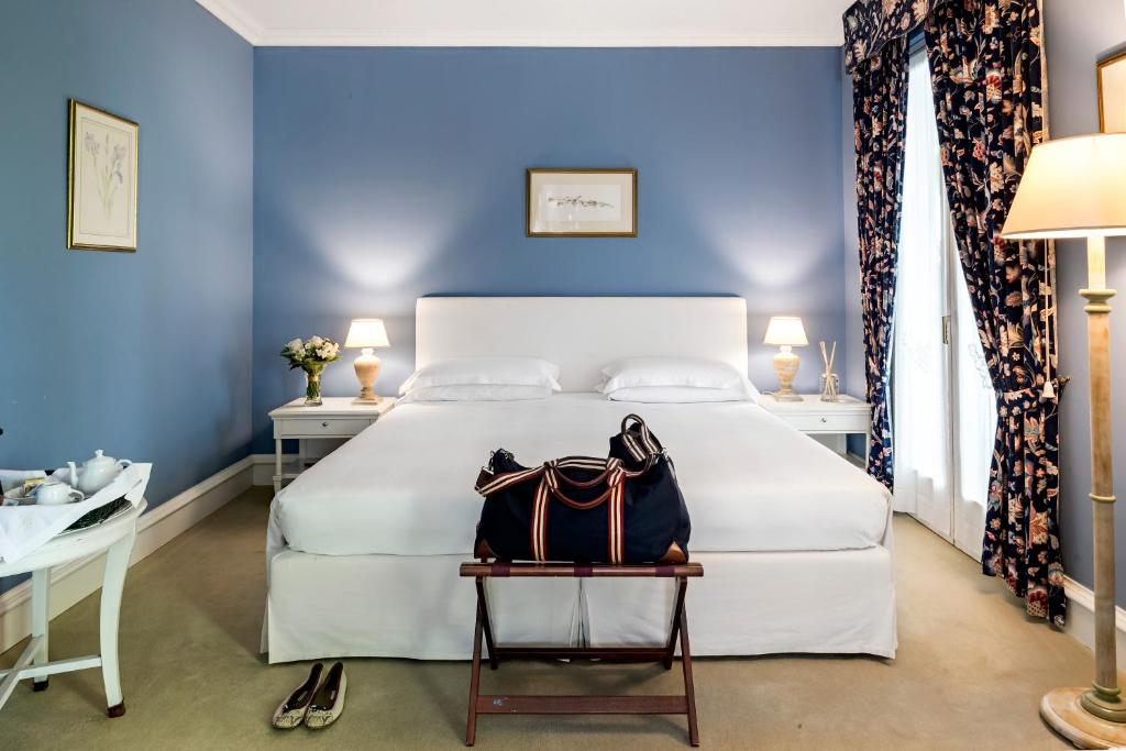 A bed or beds in a room at Hotel Franceschi