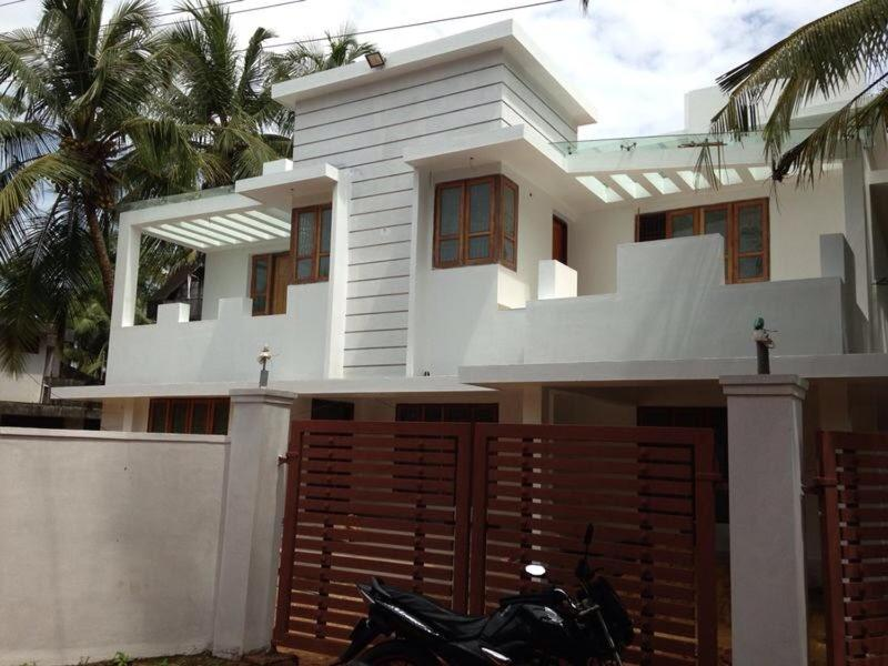 Villa Fusion of old and new Kerala, Kokkānisseri, India - Booking com