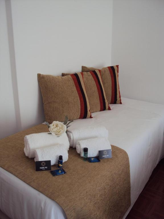 A bed or beds in a room at Hotel Padre Pio