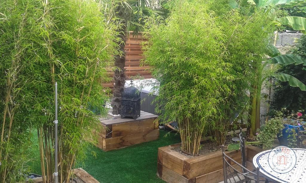 Maison de ville à Bordeaux avec jardin et jacuzzi, France - Booking.com