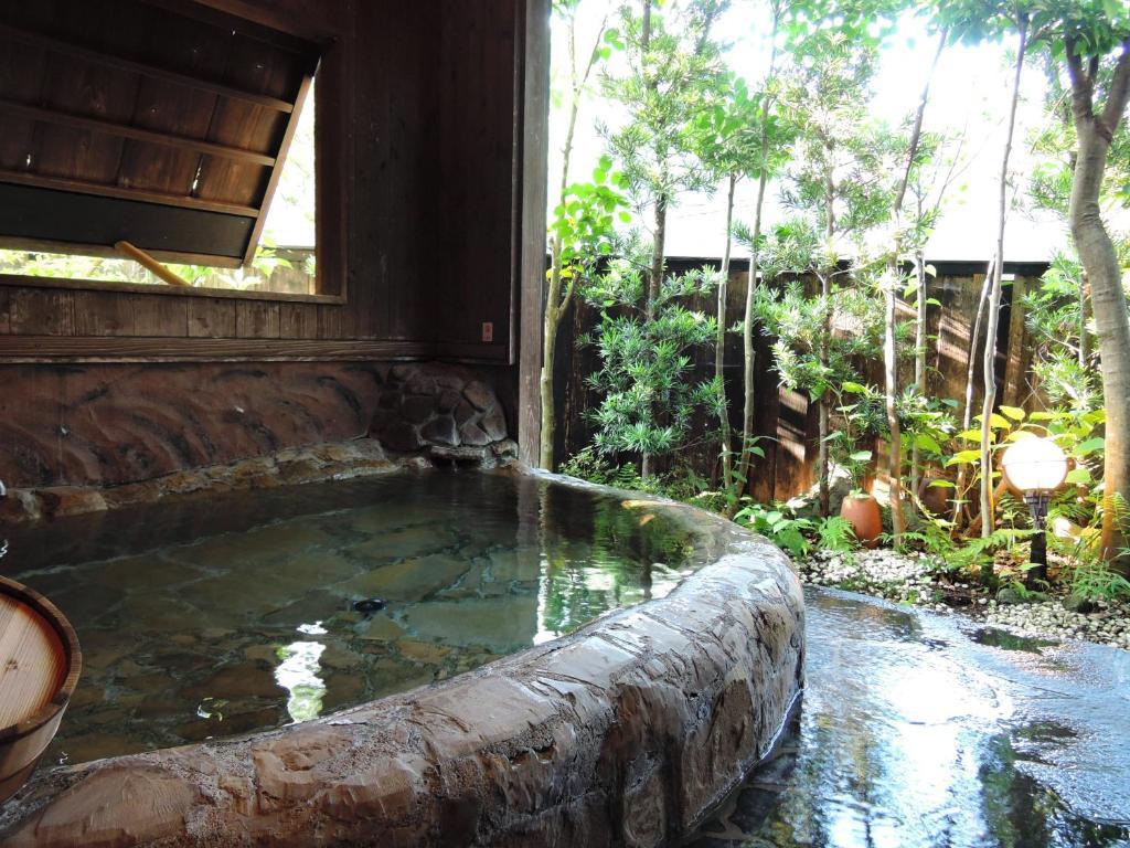 ポイント2.美人の湯で有名!熊の川温泉
