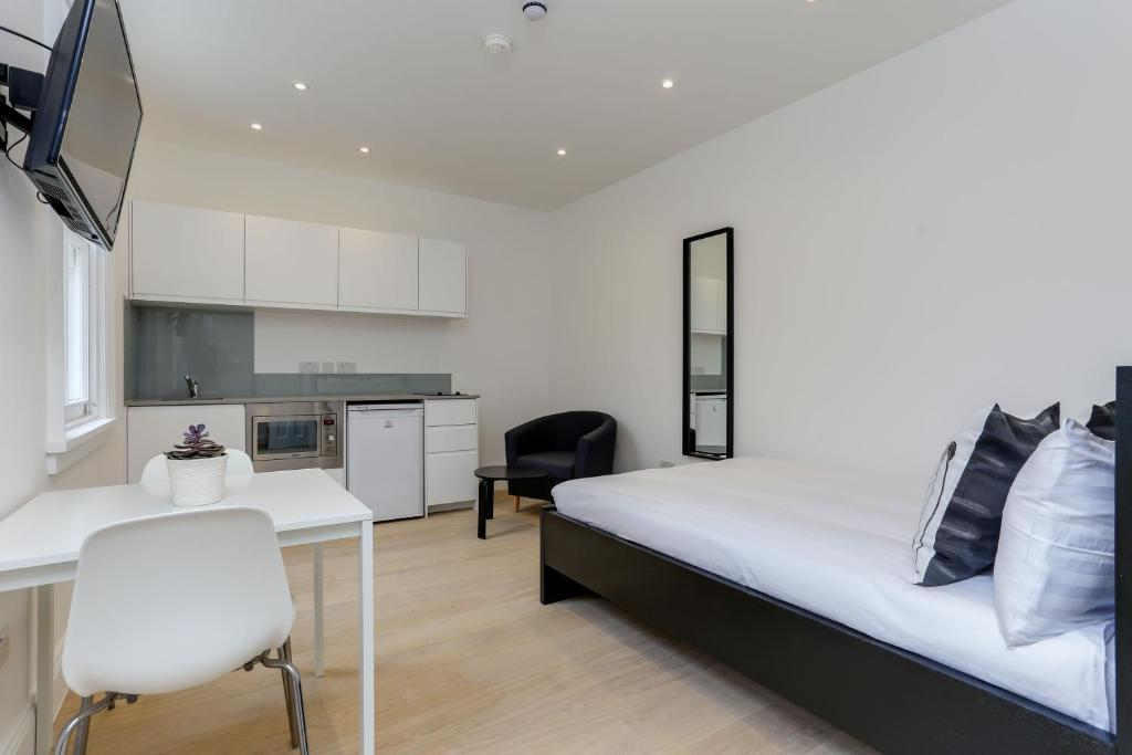 Kings Cross Serviced Apartments London Updated 48 Prices New 3 Bedroom Serviced Apartment Hong Kong Concept