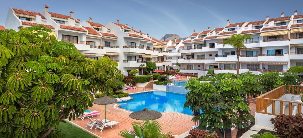 Utsikt över poolen vid Apartamentos Hg Cristian Sur eller i närheten