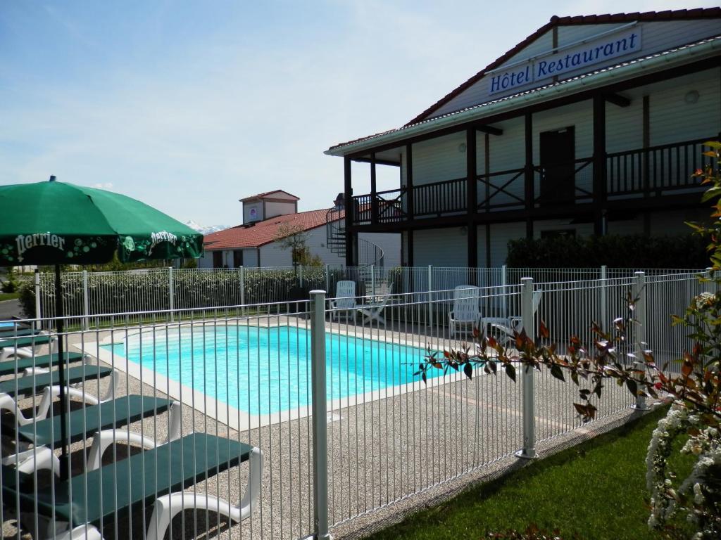 Piscine de l'établissement L'Auberge Everhotel de Tarbes-Ibos ou située à proximité