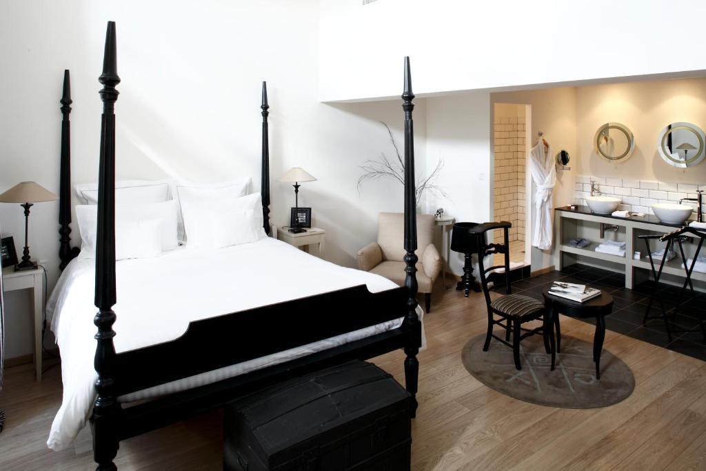 Auberge Du Paradis, Saint-Amour-Bellevue, France - Booking.com