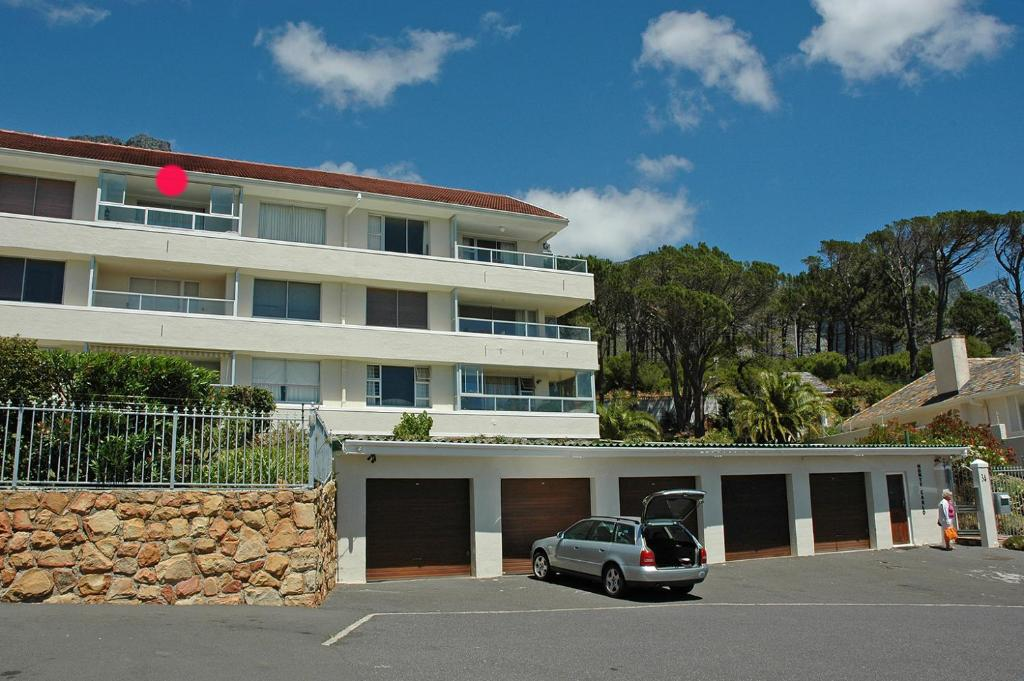 camps bay 12 monte carlo apartments cape town south. Black Bedroom Furniture Sets. Home Design Ideas