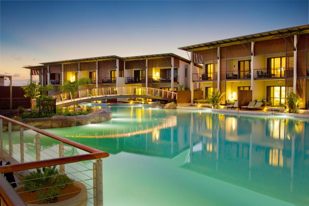 The swimming pool at or near Mindil Beach Casino and Resort – formerly Skycity Darwin