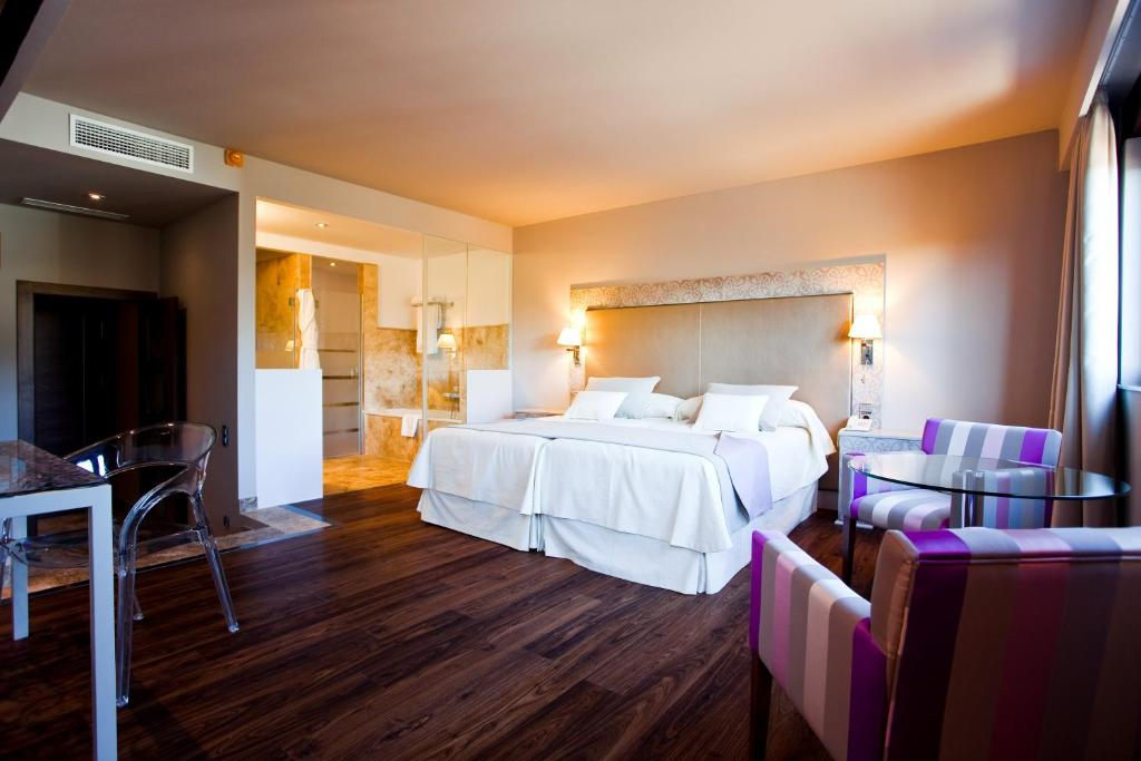 boutique hotels in granada  98