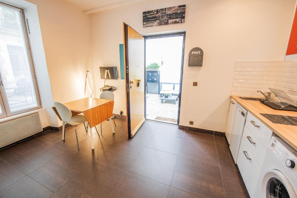 Apartment 29 Saulnier Puteaux France Booking Com