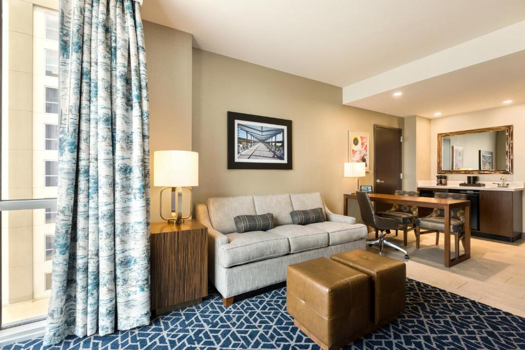 Hotel Embassy Suites By Hilton Denton Convention Center Tx