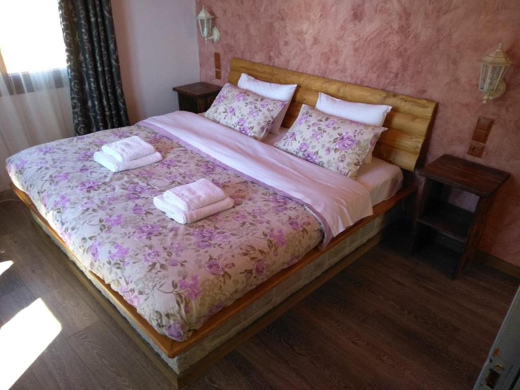 A bed or beds in a room at Marilou's Chani