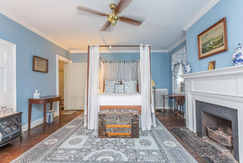 Holladay House Bed and Breakfast