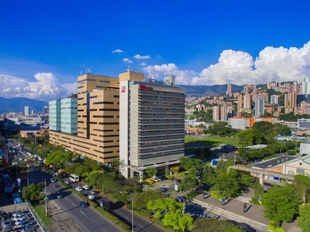Ibis medellin medell n precios actualizados 2019 for Estanques de geomembrana precios en colombia