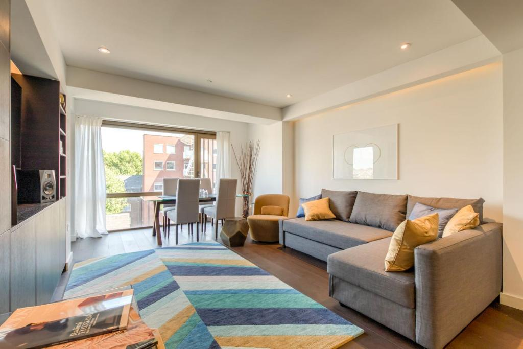 A seating area at 2 Bedrooms sleeps 6 - Central London