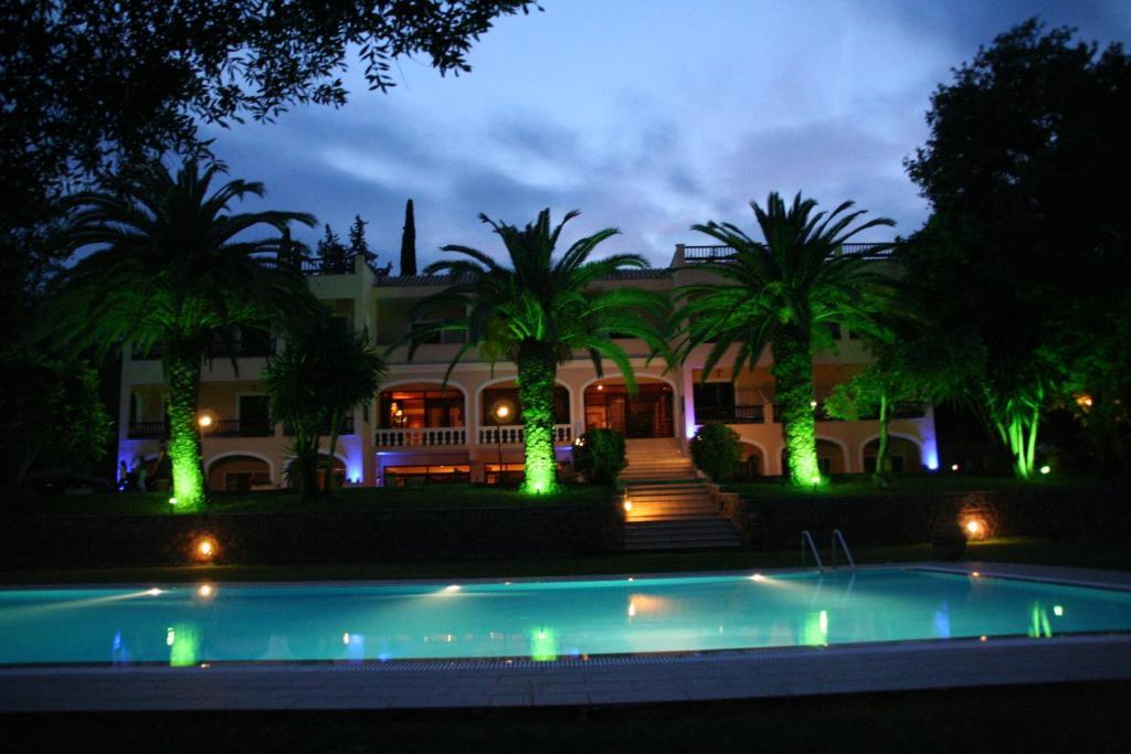 Piscina di Fiori Hotel o nelle vicinanze