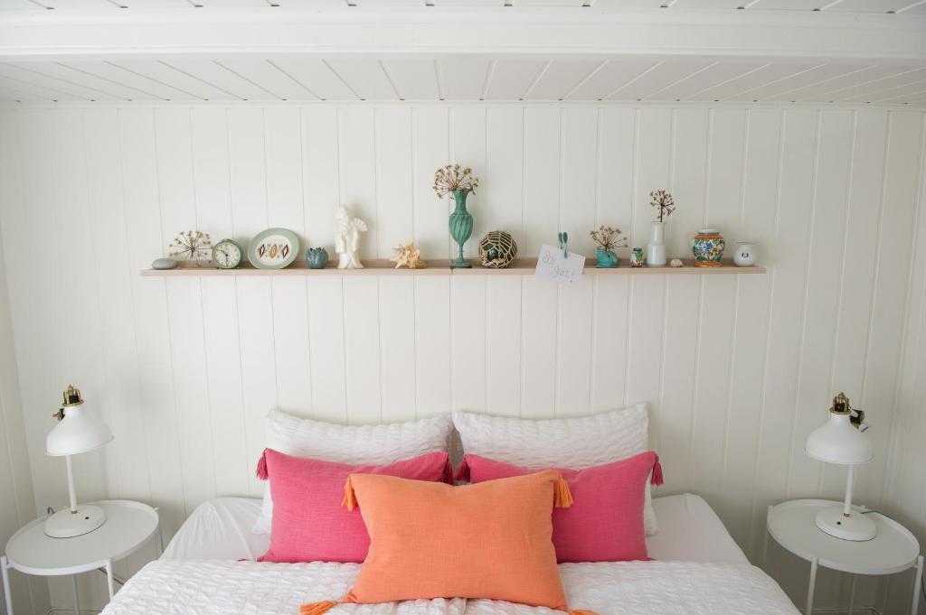 En eller flere senger på et rom på Olsens Pensjonat