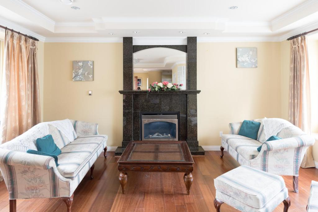 Gallery Image Of This Property ...