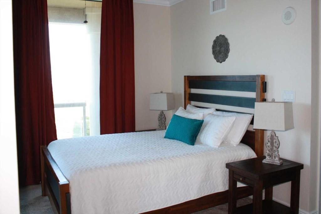 Groovy Apartment T4 901 3 Bedroom Gulf Bay View Pensacola Interior Design Ideas Apansoteloinfo