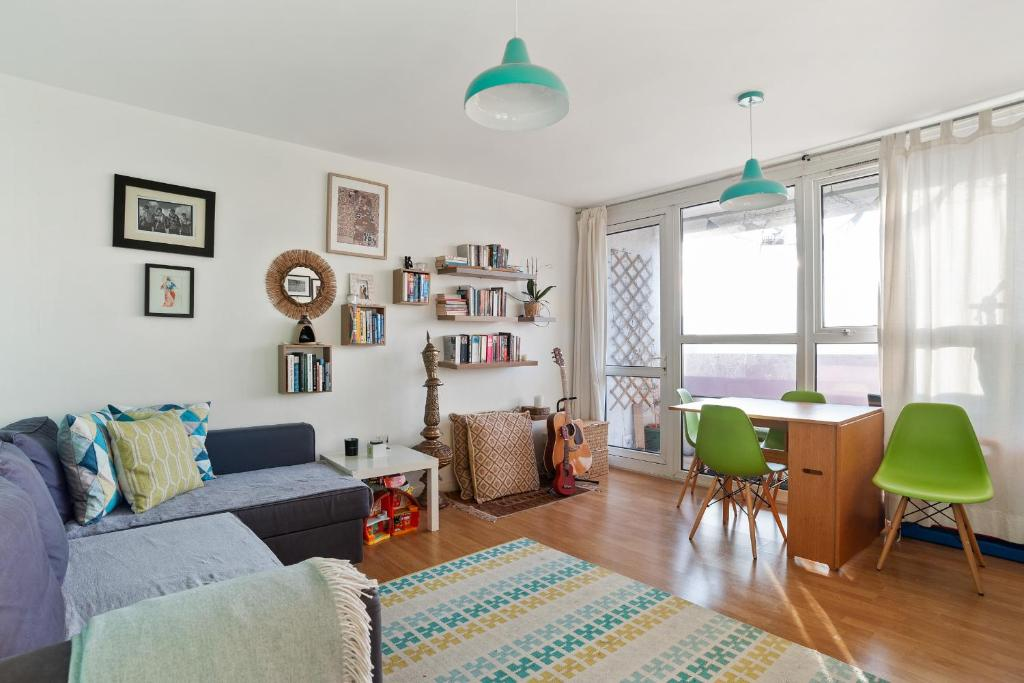 2 Bed Canal Side Flat In Hackney On Victoria Park London Harga