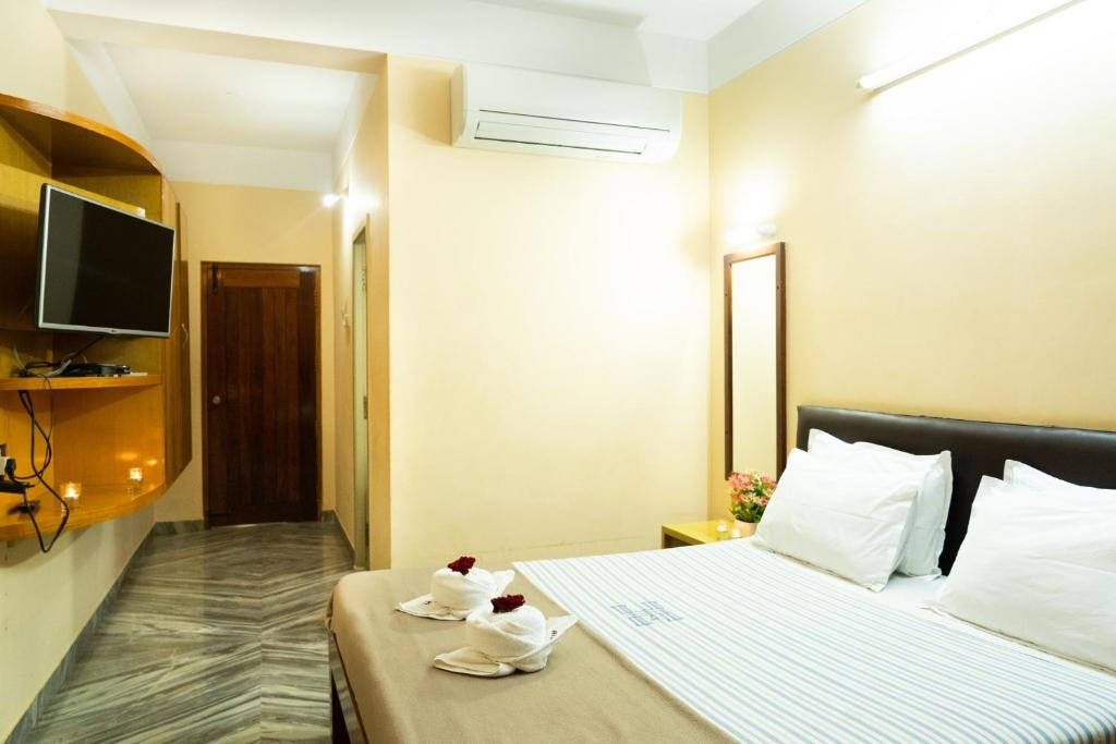 A bed or beds in a room at Hotel Victoriyah