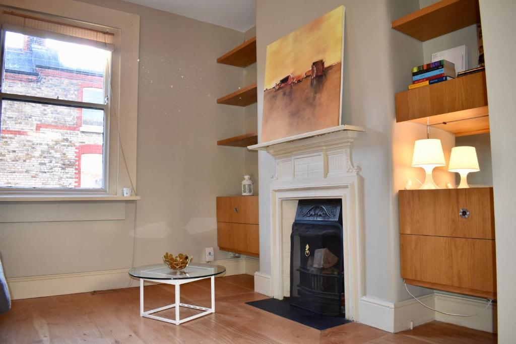 Appartement classic bedroom dublin home with a modern twist