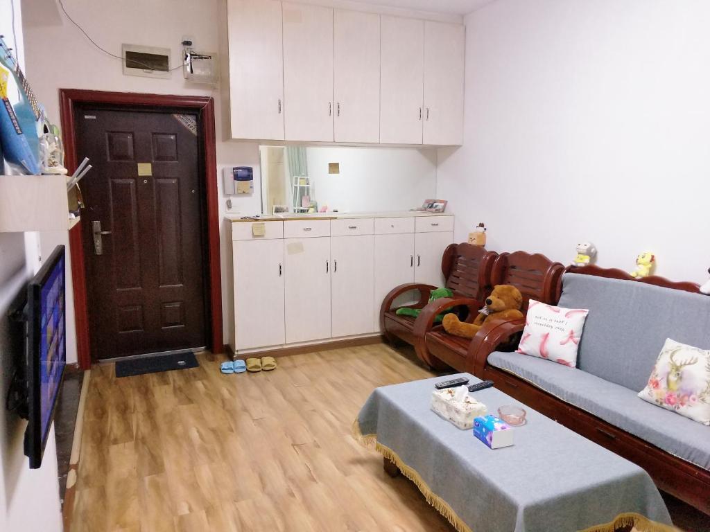 A kitchen or kitchenette at Ciqikou/Gele Mountain Apartment