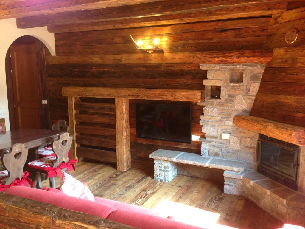 Case Di Montagna In Legno : Tipico appartamento di montagna ponte di legno u2013 prezzi aggiornati