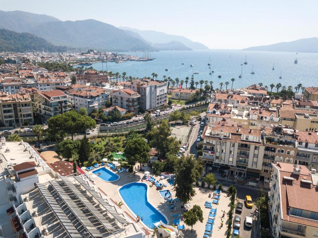 A view of the pool at Halici Otel Marmaris or nearby