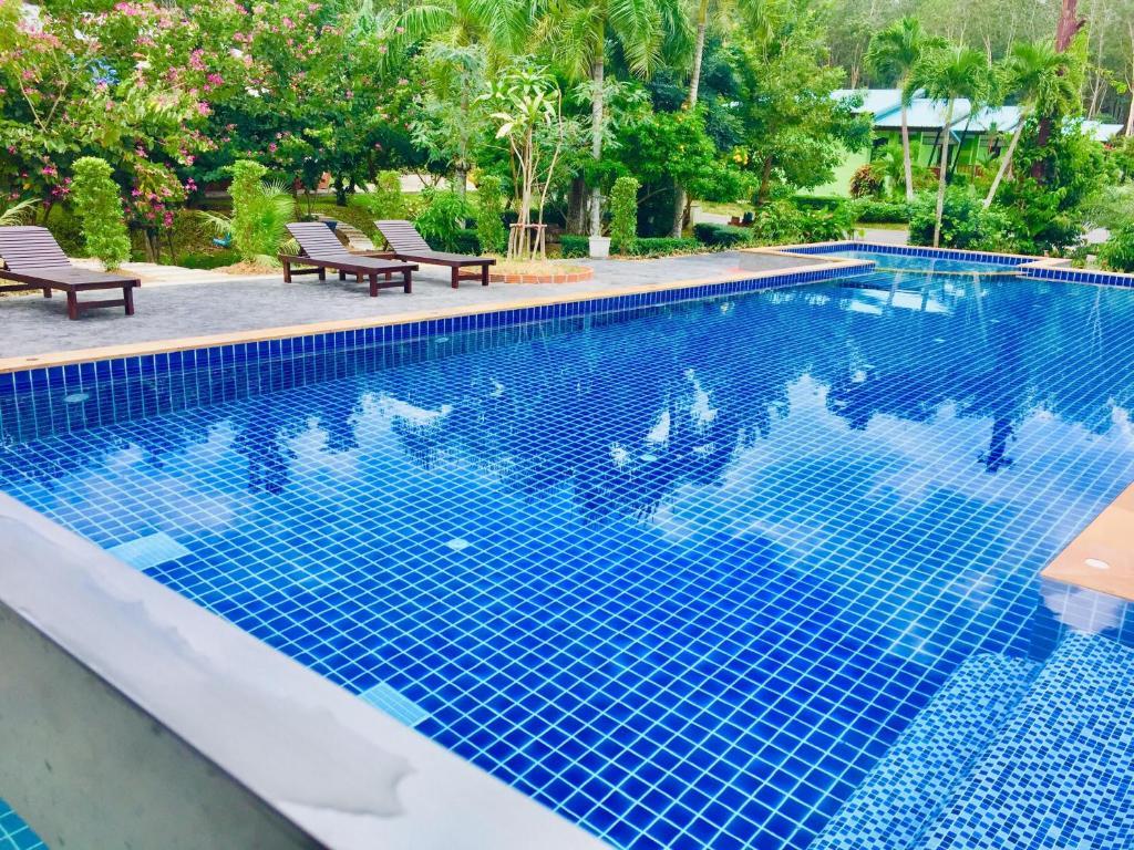 Baseinas apgyvendinimo įstaigoje Krabi Inn Resort arba netoliese