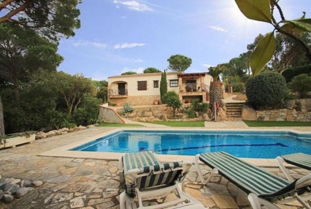 Les Cabanyes Villa Sleeps 6 Pool Air Con WiFi, Calonge ...