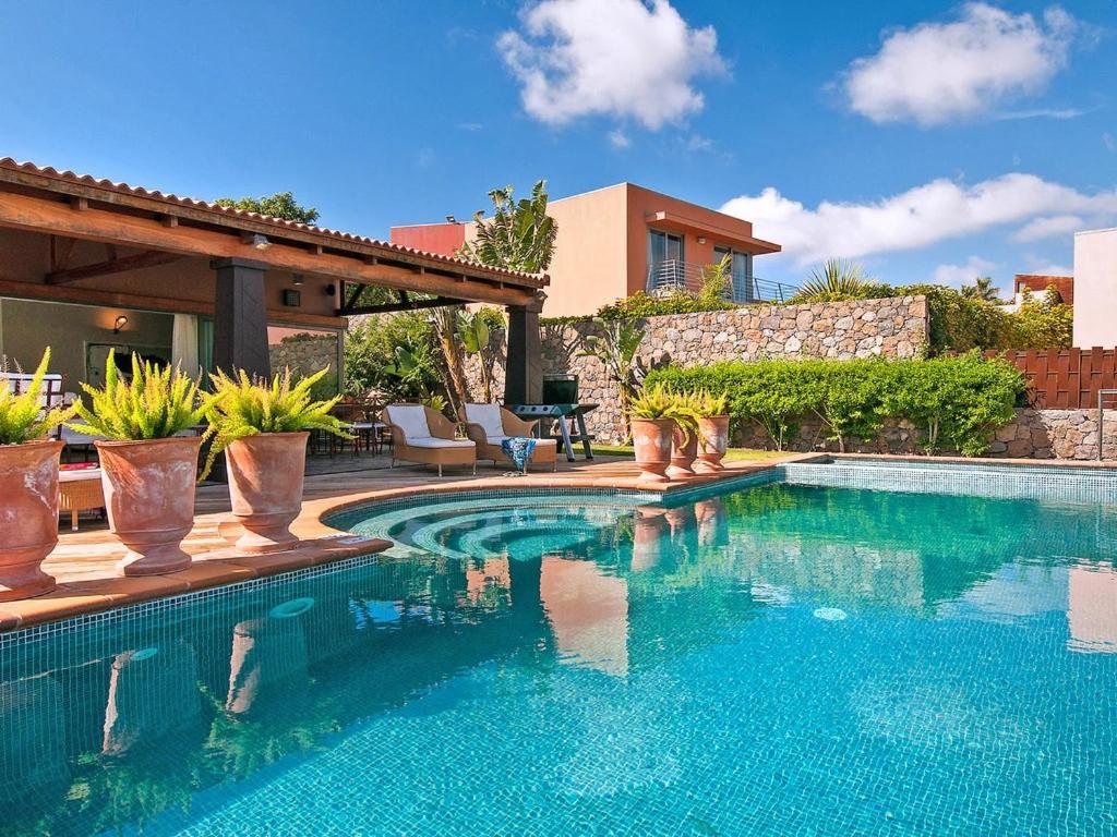 Maspalomas Villa Sleeps 6 Pool Air Con WiFi, Maspalomas ...