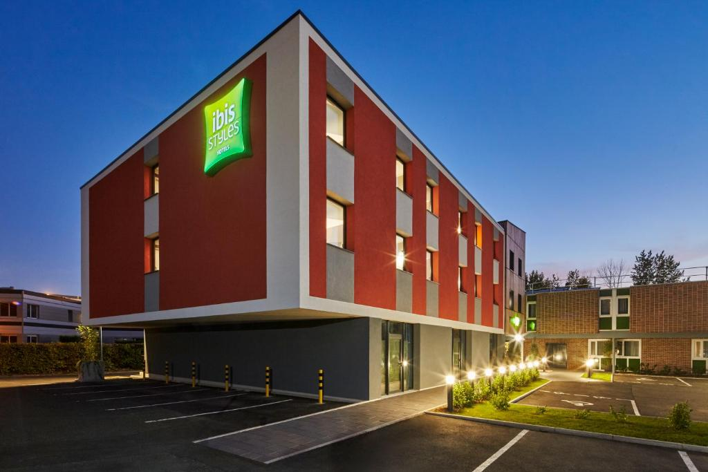 Hotel Ibis Styles Evry Lisses Evry France Booking Com